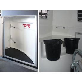 Sattelkammer Groß Standard, Tür (abschließbar), 2 aushängbare Futterkübel